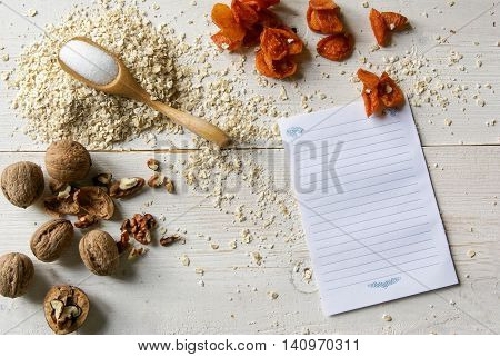 Ingredients for dietary recipe oatmeal cookies: oatmeal, erythritol (erythritol), dried fruits, nuts. Copy space