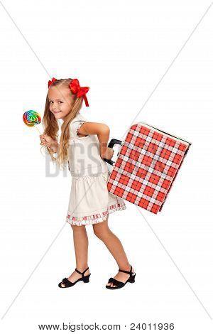 Chica guapa con la paleta y la maleta
