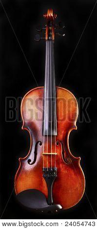 Vintage Violine auf schwarzem Hintergrund