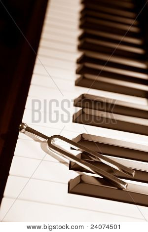 Piano y Tuning Forl