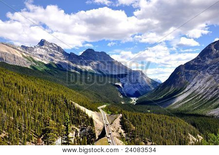 Icefields Parkway in Canadian Rocky Mountains