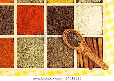 Especias aromáticas culinarias.