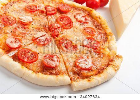 sliced margarita pizza