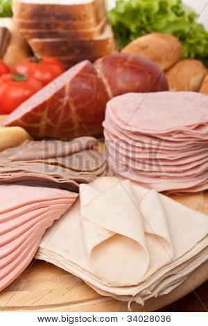 große Gruppe von Fleisch, Brot und Gemüse