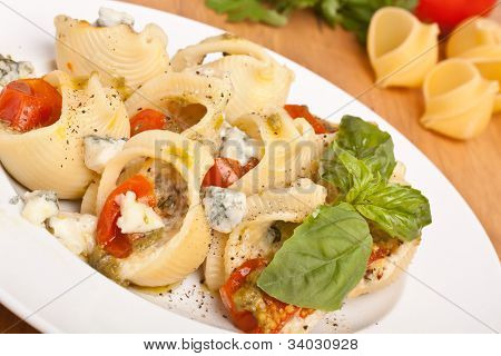 stuffed shell pasta with tomato sauce and cheese and ingredients