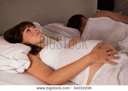 Pregnant woman unable to sleep