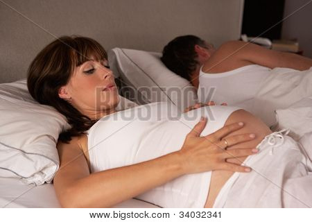 Pregnant woman unable to sleep