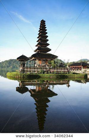 Lago templo Bali Blue Sky Dawn