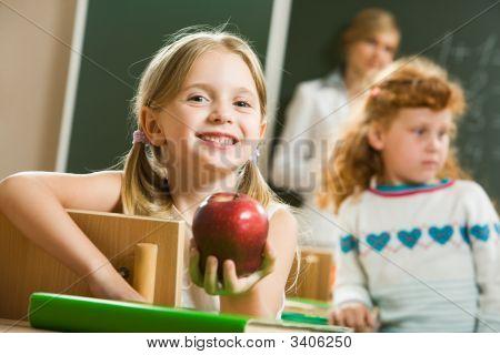 Chica con manzana