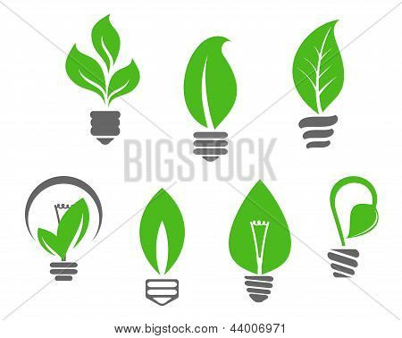 Glühbirnen mit grünen Blättern