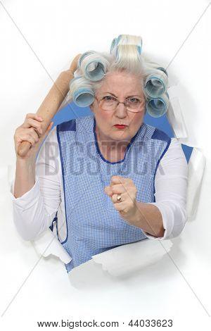 Uma senhora de idade ameaçador