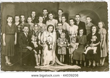 POLAND, CIRCA FORTIES: unidentified big group of family members with children gather together for a photo with newlyweds, in Poland, circa forties