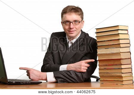 Guy Can Not Determine The Choice Where To Get Information From A Laptop Or Paper Books
