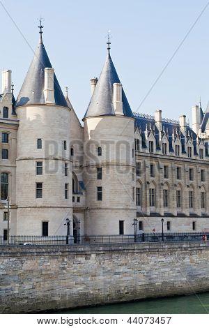Conciergerie Palace In Paris