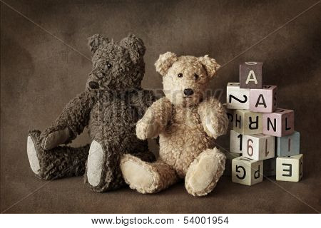 Teddy bears on brown background