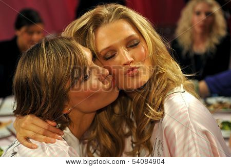 NEW YORK NY - NOVEMBER 13: Models Karlie Kloss ( L) Toni Garrn (R) backstage