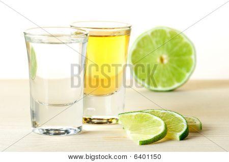 Blanc y Tequila oro con rodajas de limón