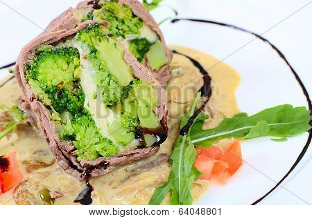 Timbale from beef from a broccoli, cheese and sauce from mushrooms