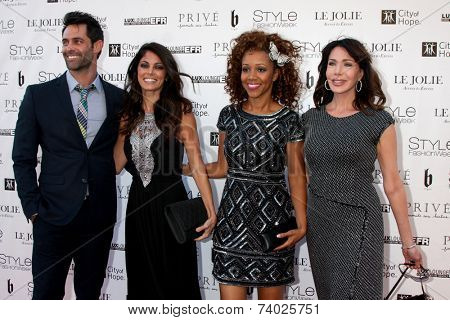 LOS ANGELES - OCT 15:  Jason Shane Scott, Lindsay Hartley, Chrystee Pharris, Hunter Tylo at the Sue Wong
