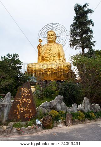 Giant Sitting Golden Buddha.