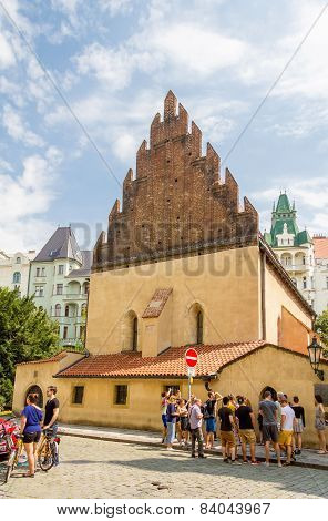 Tourists in front of the Old New Synagogue
