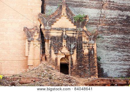 Pa Hto Taw Gyi Mingun pagoda in Mandalay Myanmar (Burma)