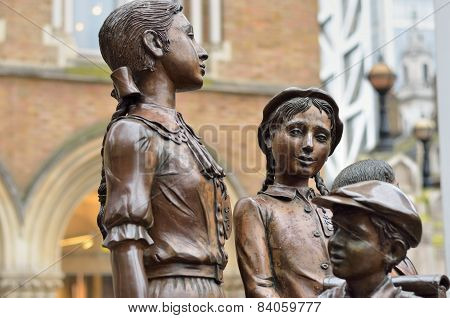 Statue of Child refugees