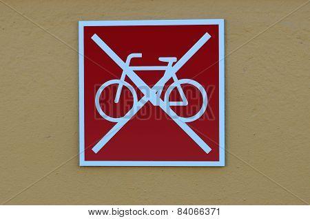 Bikes park forbidden!