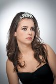picture of tiara  - Hairstyle and make up  - JPG