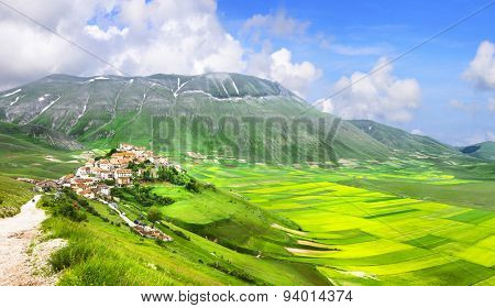incredible Italy series - nature landscapes - Castelluccio di No