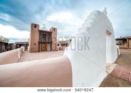 Taos Pueblo - a traditional type of architectural ensemble from the pre-Hispanic America