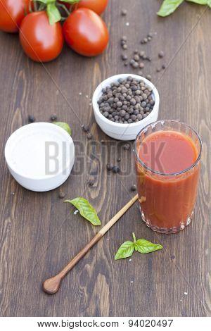 Tomato juice, tomatos, herbs and spices