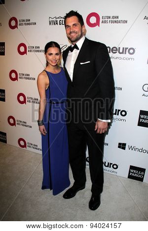 LOS ANGELES - MAR 3:  Josie Loren, Matt Leinart at the Elton John AIDS Foundation's Oscar Viewing Party at the West Hollywood Park on March 3, 2014 in West Hollywood, CA