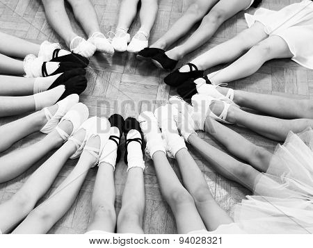 Little Dancer Legs In A Circle