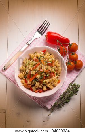 pasta with capsicum tomatoes and thymus