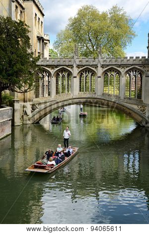 CAMBRIDGE, ENGLAND - MAY 13: People punting on the Cam River, Cambridge, England passing under the Bridge of Sighs spanning the River between the Courts of St Johns University College on May 13, 2015
