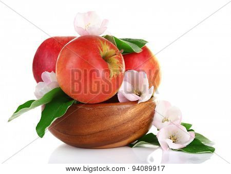 Fresh apples with apple blossom in wooden bowl, isolated on white