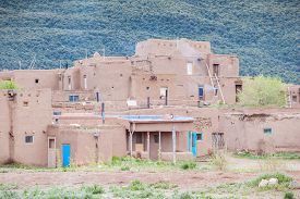 picture of pueblo  - Adobe settlement  - JPG