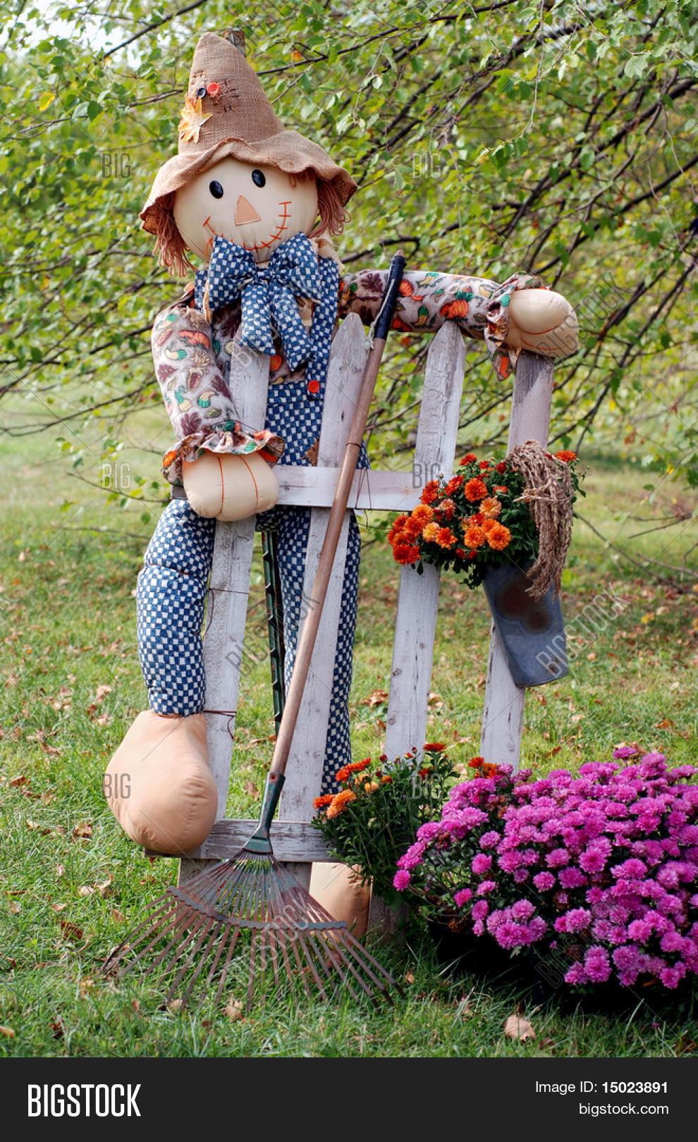 Садовое чучело для дачи своими руками