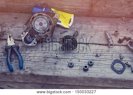 Parts from the gear of the starter from the vehicle