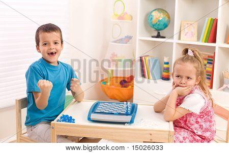Kindheit Rivalität unter Geschwistern