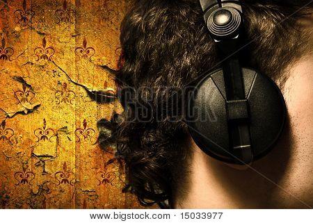 Urban Style Foto des Mannes Kopfhörer Musik hören