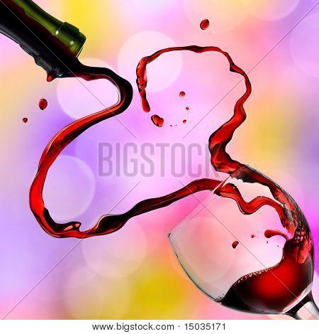 Herz aus Gießen Rot Wein im Kelch auf farbigem Hintergrund
