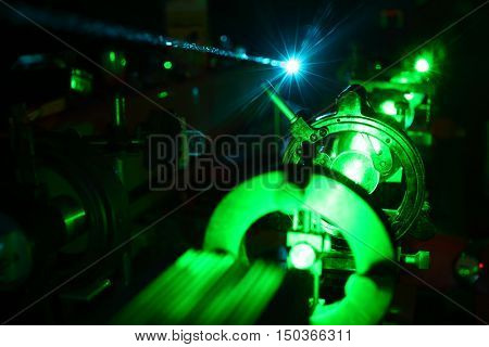 Movement of microparticles by beams of laser in dark laboratory
