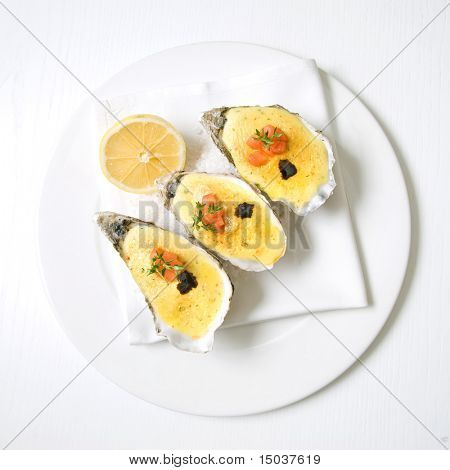 ostras con salsa y limón