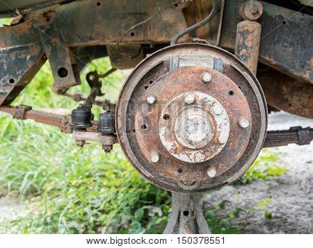old vehicle wheel drum breaks system selective focus