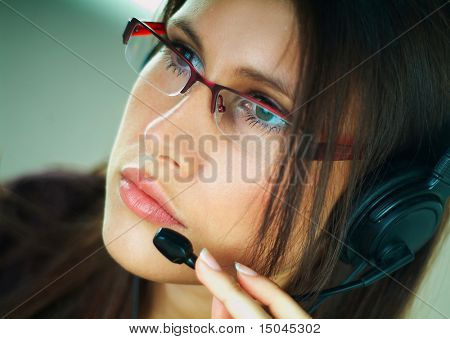 Girl with Headset Telefon an ein Call-center