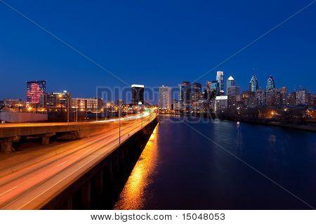 Horizonte de Philadelphia por noche