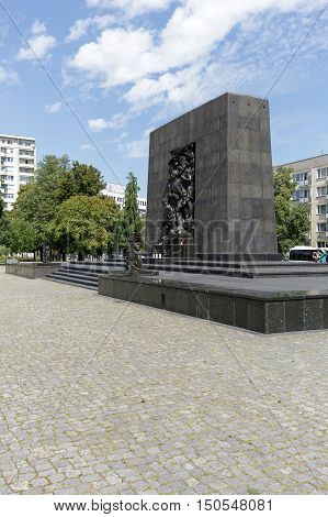 WARSAW POLAND - AUGUST 05 2016: Ghetto Heroes Monument that commemorates the heroes who fought against the Nazis during the uprising in 1943 and is next to the Museum of the History of Polish Jews
