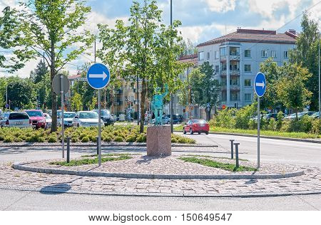 LAPPEENRANTA, FINLAND - AUGUST 8, 2016: Sculpture of a policeman on the crossroads of the streets Snellmaninkatu, Koulukatu and Taipalsaarentie